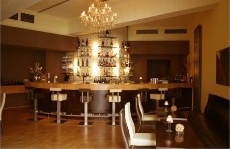 dinner im dunkelrestaurant blinder kellner essen im dunkeln ausstellungen. Black Bedroom Furniture Sets. Home Design Ideas