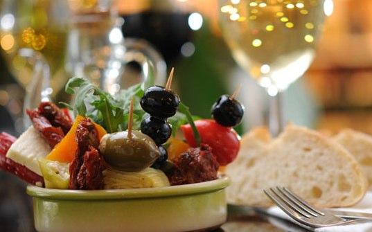 Food & Drinks   CROSS Finest Deli-2