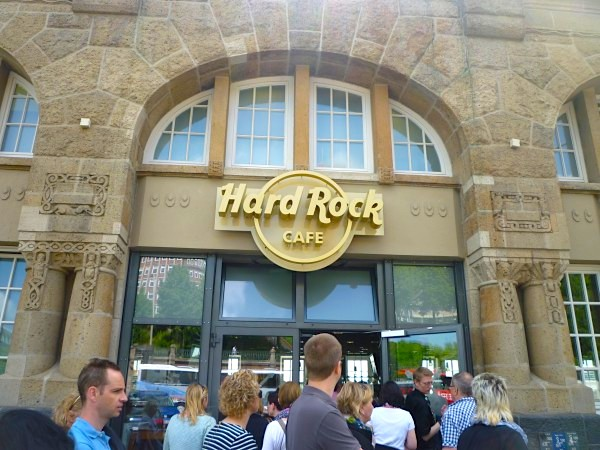 hard rock cafe hamburg erlebnis restaurant st pauli landungsbr cken. Black Bedroom Furniture Sets. Home Design Ideas