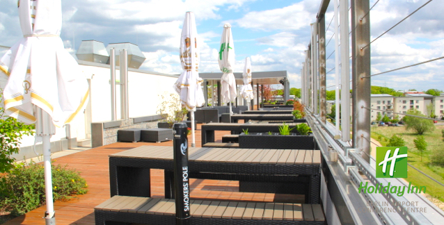 Terrasse Classic Open Air Holiday Inn Berlin Airport Juni 2015