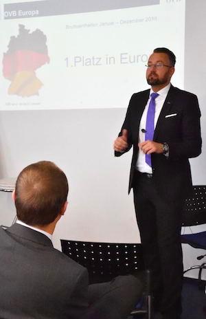 2017 1801 Jahresauftak-Meeting Partnermesse OVB Landesdirektor Gäste Köln Berlin Direktion Rolf Butschkat Arkadiusz Lejmel Vortrag