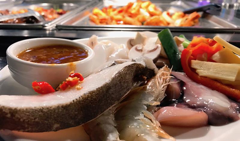 2017 0802 Zhou Five Erlebnis Buffet MOA Bogen Viktoria Center asiatisch frisch zubereiten Wunsch Teller Meeresfrüchte Fisch