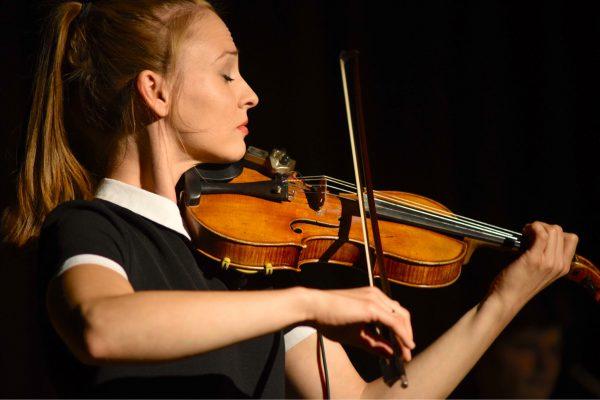 2017 Olga Kholodnaya Weltpremiere Doppelkonzert Violine Schlagzeug Berliner Philharmonie Johann Sebastian Bach