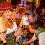 """""""O'zapft is"""" 2017 in Berlin – Oktoberfest ab 16. September und das Hofbräu am Alexanderplatz bietet ein """"Wiesn-VIP-Paket"""" in der exklusiven Box"""