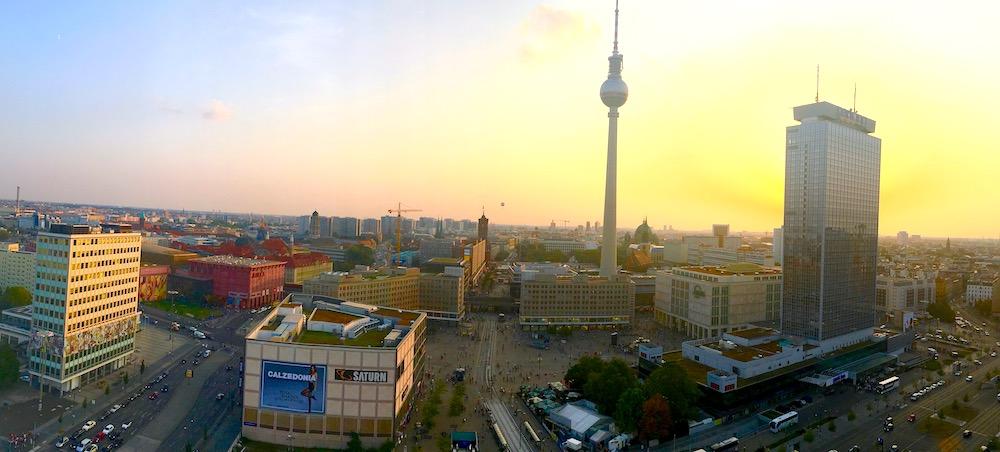 Berlin Skyline Abend Sonnenuntergang Fernsehturm avado digitalisierung