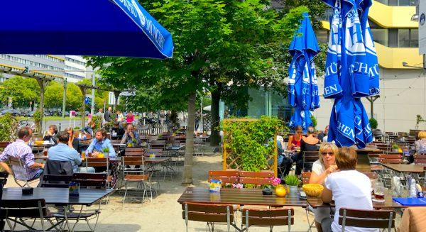 2017 2706 Kiesbett Hofbraeu Berlin Terrasse Motive Sommer Neu