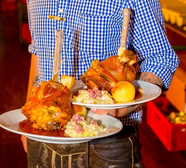 2017 Paket VIP Angebot o zapft anstich Oktoberfest Stars Prominent Hofbraeu Berlin Security Party Concierge Empfehlung Service pic Joerg Unkel