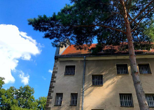 Innenhof Gebäude PLACCES SOEHT 7 Ateliers ehemalig Frauengefängnis Lichterfelde Sommerfest Betreiber neu Event Location