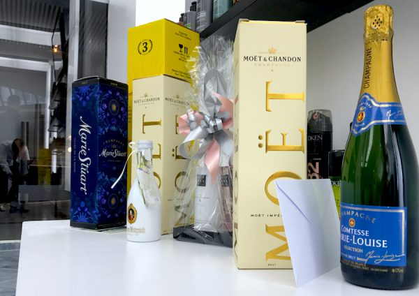 Geschenke Champagner d Machts Group Lounge by Jeffry Mendonca Pepe Opening Dennis Gerry Concierge Puro Europa Center RedCarpet