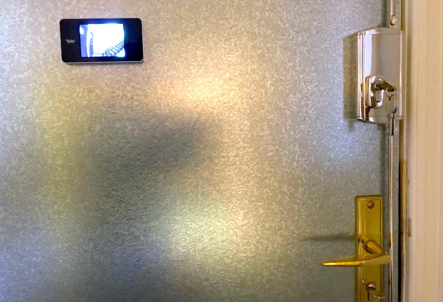 Sicherheitstechnik CityKey Berlin Schluesseldienst Frank Haustuer Wohnungstuer montage Sicherheit Schloss Stangenschloss Spion Digital Kamera
