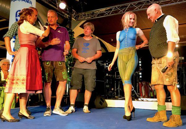 Angermaier Trachtennacht Hofbraeu Berlin Gerry Concierge Axel Munz Body Painting Model Bühne