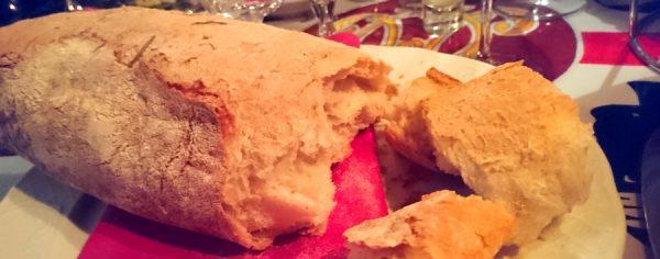 Osteria Maria Menue Speisen Frisch gebacken Brot