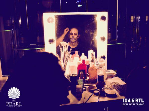 Afterwork Halloween Pearl Club Concierge Gerry 104 6 RTL Kudamm pic Jan Schroeder DJ Stylisting Schmincken