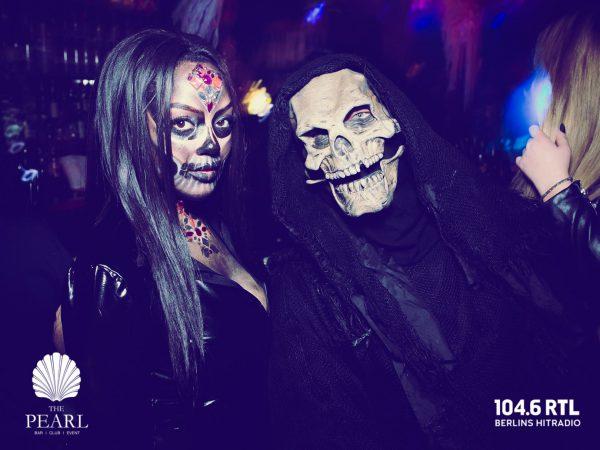 Afterwork Halloween Pearl Club Concierge Gerry 104 6 RTL Kudamm pic Jan Schroeder Lady Table Gast Horror