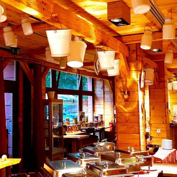 Roter Jaeger Restaurant Tschechisches Bier Buffet Alpenvorland Tradition Einrichtung