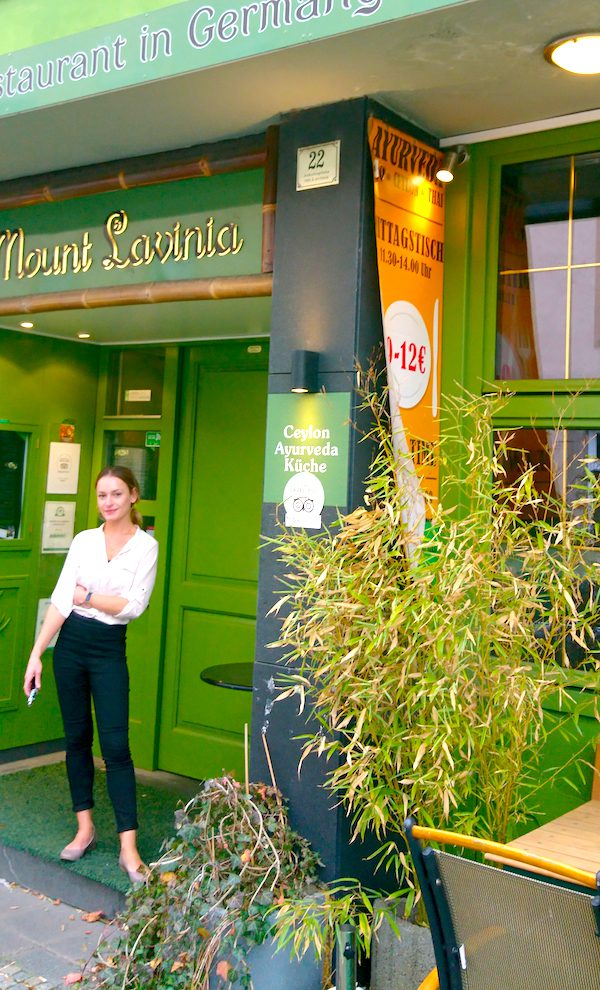 Restaurant Mount Lavinia ayurvedisch ceylonesisch Fen Shui Shane Samson Eingang Empfang